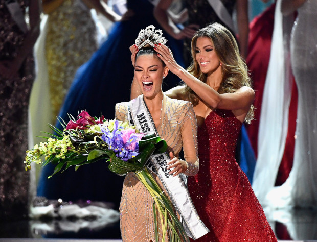 Miss South Africa 2017 Demi-Leigh Nel-Peters reacts as she is crowned the new Miss Universe 2017 by Miss Universe 2016 Iris Mittenaere during the 2017 Miss Universe Pageant at The Axis at Planet Hollywood Resort & Casino on November 26, 2017 in Las Vegas, Nevada.  (Photo by Frazer Harrison/Getty Images)
